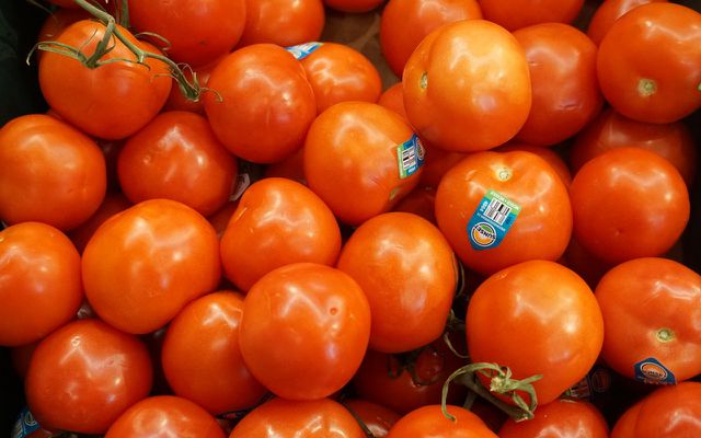 Storing food tomatoes