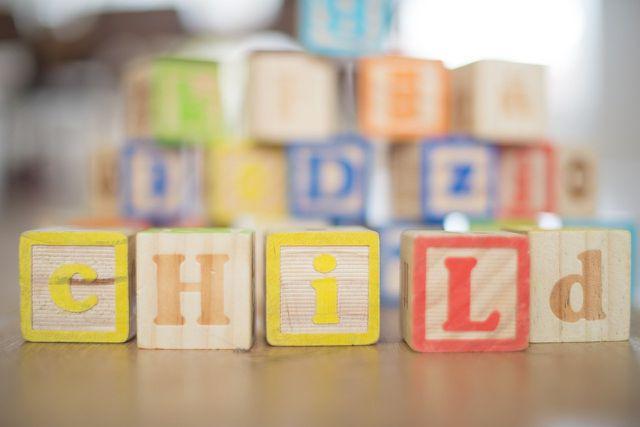 Wir geben dir Tipps für eine Spielecke beim Kinderzimmer-Einrichten.