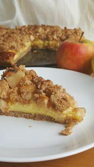 Mit selbst gemachten Butterstreuseln kannst du den Apfel-Walnuss-Kuchen verfeinern.