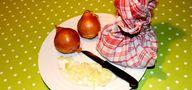 Zwiebelsäckchen sind schnell herzustellen und helfen gegen Ohrenschmerzen.