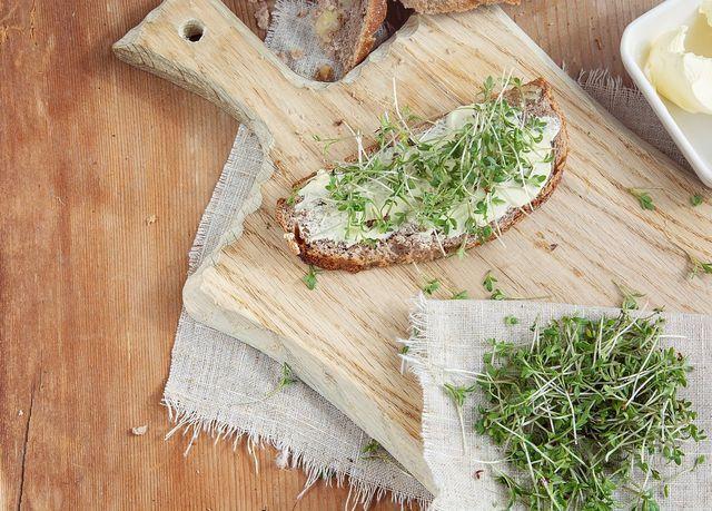 Du kannst Smørrebrød ganz nach Belieben variieren.
