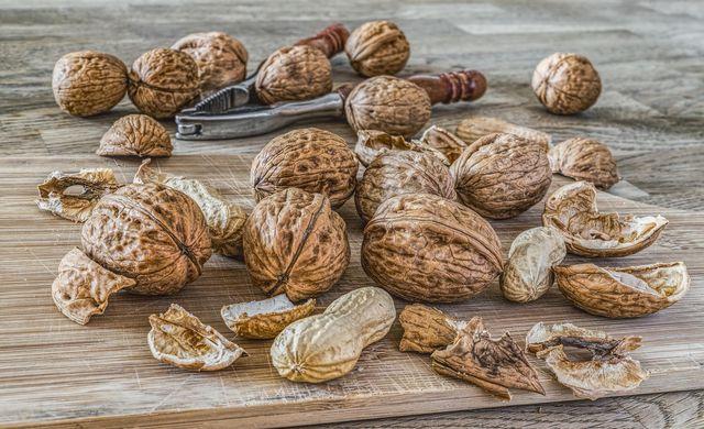 Walnuss-Brot versorgt dich dank der enthaltenen Nüsse mit wichtigen Mineral-, Ballaststoffen und Vitaminen.