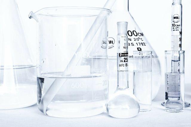 Aceton ist ein Lösungsmittel.