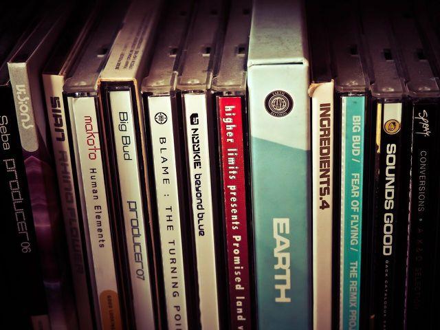 Nach dem Ausmisten lohnt es sich, deine CDs zu verkaufen, statt sie wegzuwerfen.