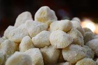 Gnocchi sind kleine Klöße aus Kartoffeln und Mehl.