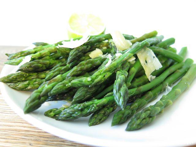 Grüner Spargel kann vielfältig zubereitet werden.