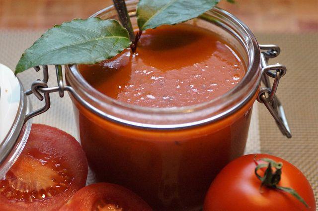 Tomaten püriert und gewürzt einfrieren und fertig ist die Tomatensauce.