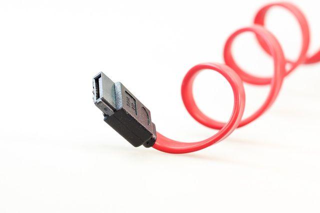 SATA-Kabel enthalten wertvolle Rohstoffe und gehören nicht in den Restmüll.