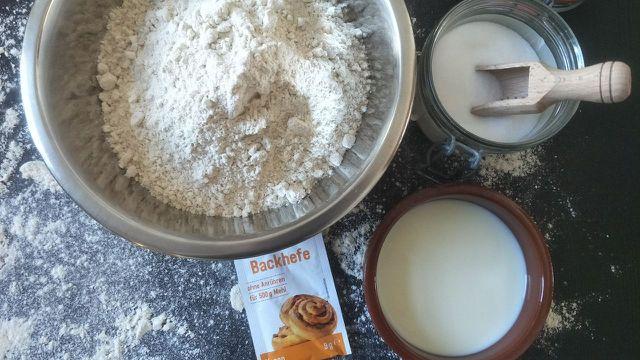 Zutaten für selbstgebackenes Weißbrot