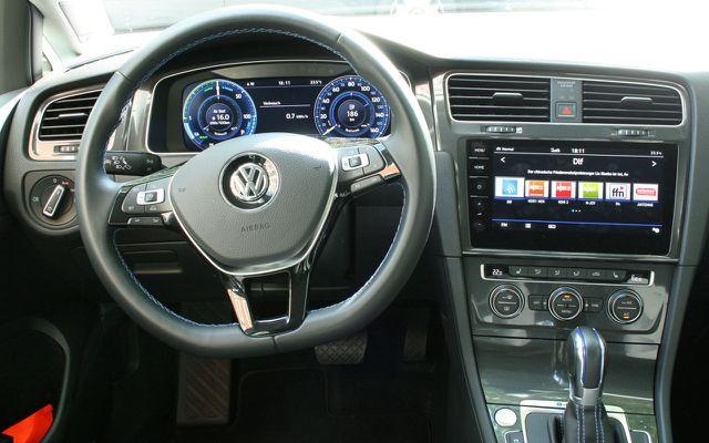 Ein Blick auf den Innenraum des VW e-Golf 2017