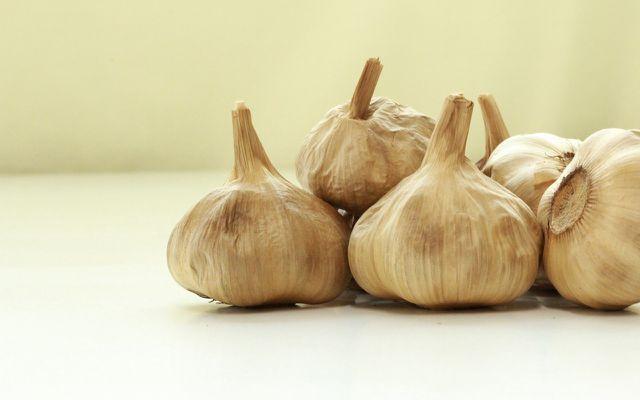 Fermented black garlic cloves health benefits culinary uses kitchen tricks