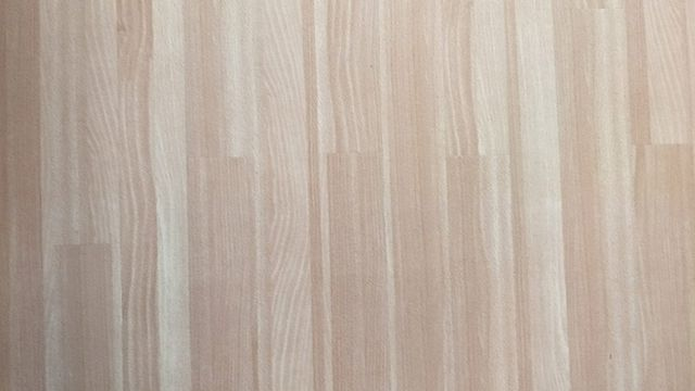 Linoleum gibt es in Holzoptik und vielen Farben und Mustern.