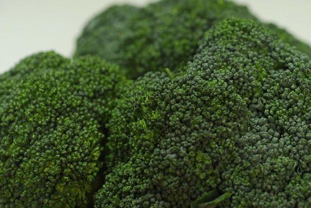 Gut geölt kannst du Brokkoli auch im Backofen zubereiten.