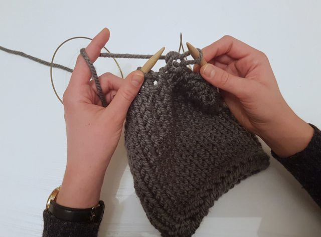 how to knit a beanie closing