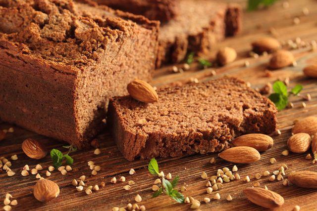 Fenchel, Koriander und Melasse geben diesem veganen Brot eine besondere geschmackliche Note.