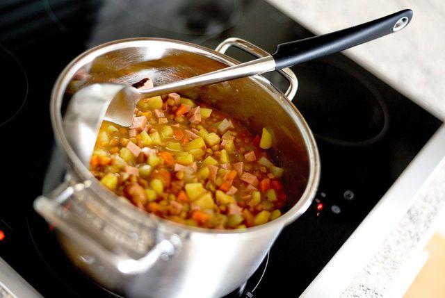 Liquid Smoke eignet sich, um vegane Gerichte zu verfeinern.