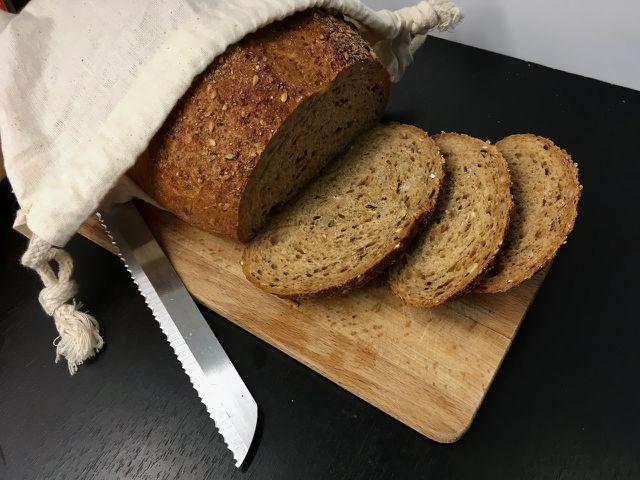 Dein Brot kannst du im Ganzen einfrieren oder geschnitten in kleinen Portionen.