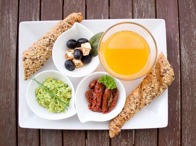 Achte auf eine gesunde Ernährung, die dich mit allen Makro- und Mikronährstoffen versorgt.