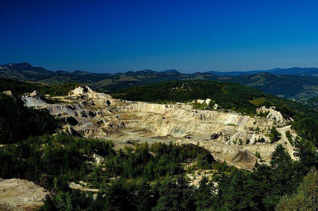 Bergbau führt zu schweren Gewichten im ökologischen Rucksack.