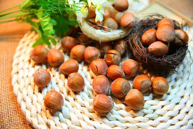 Petersilienpesto geht auch vegan: ideal mit geschmackvollen Nüssen.