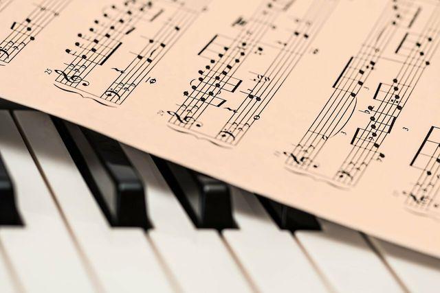 Lerne in deiner Me Time zum Beispiel ein neues Instrument.