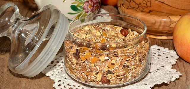 Müsli ohne Zucker, zuckerfreies Granola