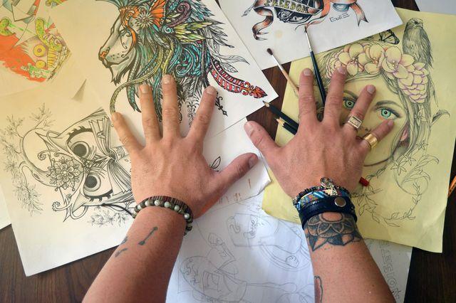 Informiere dich vor einer Tätowierung über die Tattoo-Farben.