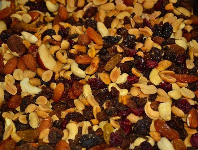 Paranüsse sind oft in Müsli oder Nussmischungen wie Studentenfutter zu finden.