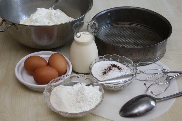 Die Hauptzutat für Käsekuchen ohne Boden ist Quark.