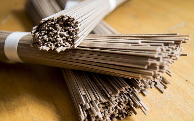 Glutenunverträglichkeit muss nicht Verzicht auf Pasta heißen. In der japanischen Küche sind Soba-Nudeln aus Buchweizen beliebt