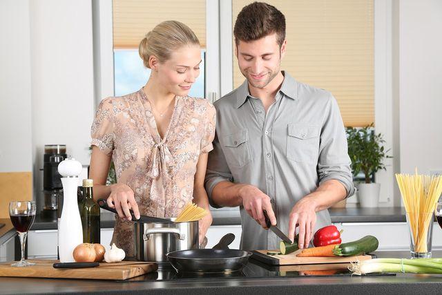 Am besten entdeckst du die vegetarische Küche, wenn du selbst kochst.