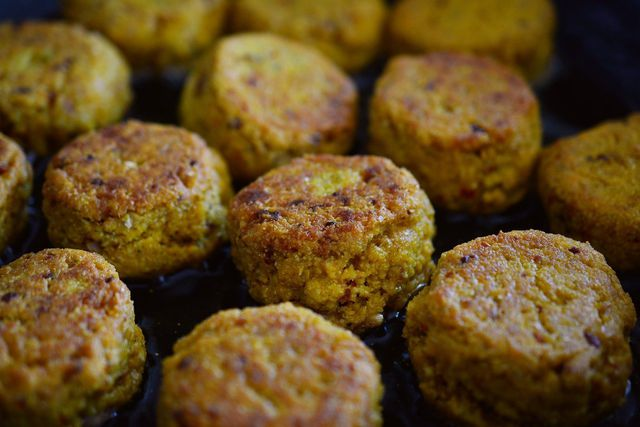 Ein orientalischer Klassiker aus Kichererbsenmehl: Falafel.