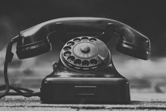 Wichtige Telefonnummern solltest du für Krisenzeiten einspeichern – auch für Nachbarschaftshilfe in Zeiten von Corona.