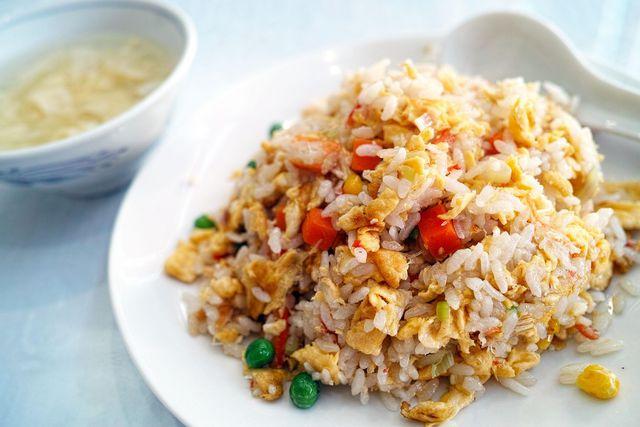Sesamöl eignet sich besonders gut für asiatische Wok-Gerichte. Besonders das dunkle Öl verleiht Gerichten eine interessante, aromatische Note.