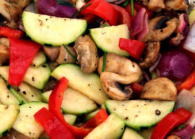 Fülle deine Stromboli mit saisonalem und regionalem Gemüse.