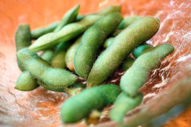 """Als """"Edamame"""" werden unreife, grüne Sojabohnen bezeichnet."""
