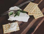 16.000 Menschen finden, dass das die zehn besten veganen Käsesorten sind.
