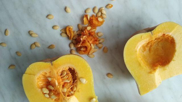 Kerne, Schale, Fruchtfleisch: Beim Butternut kannst du alle Bestandteile verarbeiten.