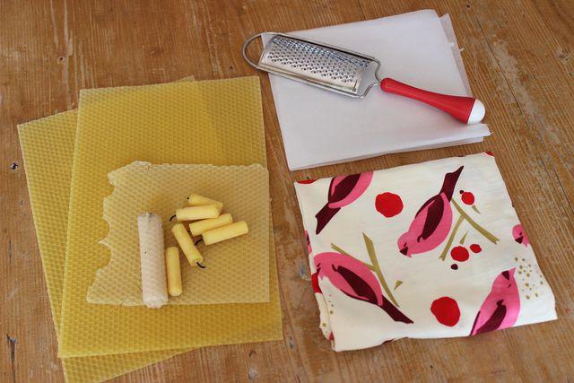 Bienenwachs, Baumwollstoff und ein Bügeleisen – mehr brauchst du nicht, um Wachstuch selber zu machen