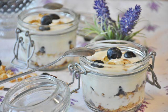 Veganer Quark aus pflanzlichen Zutaten schmeckt köstlich und ist gesund.