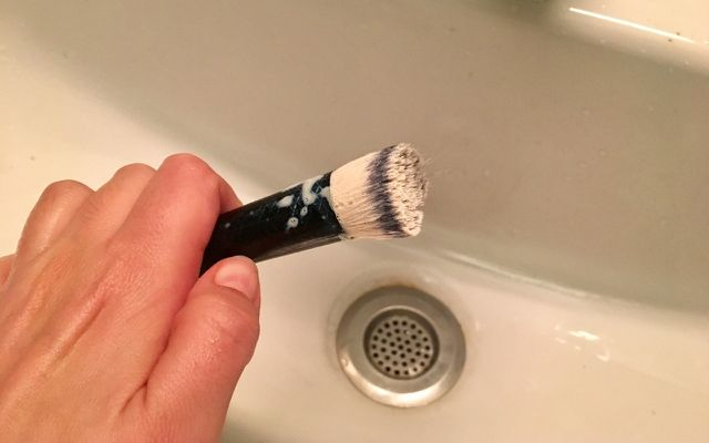 How to wash makeup brushes best way
