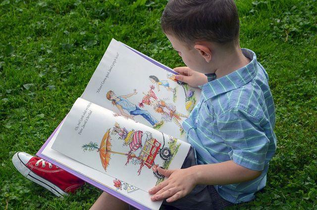 Fantasiereisen führen in fremde Welten und wirken entspannend auf Kinder.