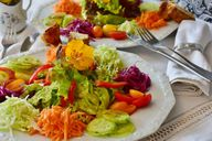 Ein leichter Salat kann den Appetit anregen.