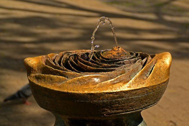 Einigen Menschen hilft ein kleiner Brunnen zur Ablenkung vom Ohrensausen.