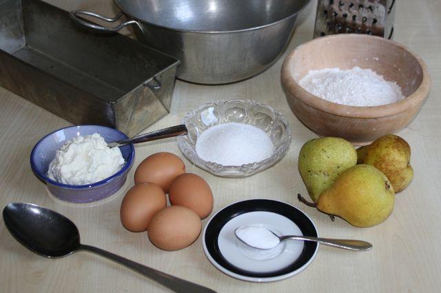 Zutaten für das Birnenkuchen-Rezept.