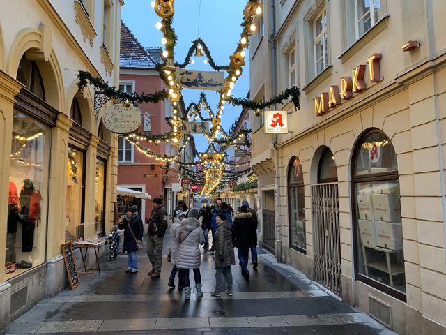 Die urigen Straßen von Würzburg laden zum Flanieren ein – egal ob im Sommer oder im Winter.