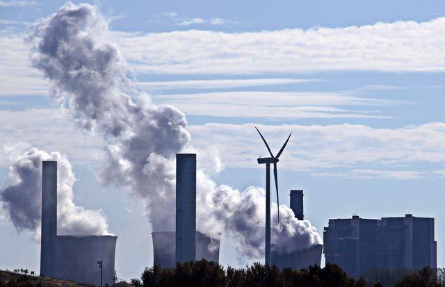 Ökostrom statt fossilen Energieträgern: So gelangen weniger Schadstoffe in die Atmosphäre.