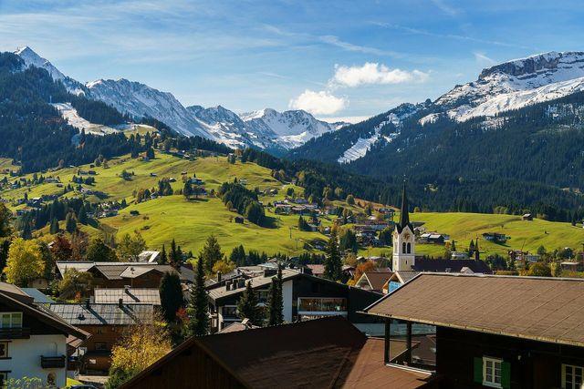 Bergwanderungen sind eine der klassischen Formen des Wanderurlaubs in Deutschland.