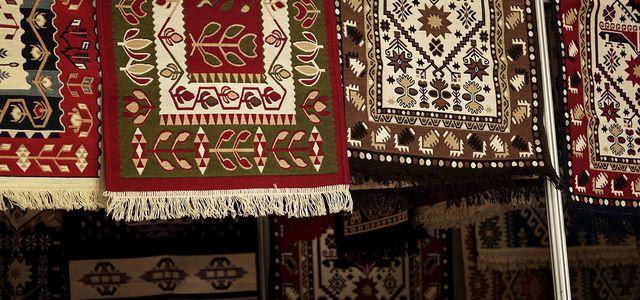 Teppich Großflächig Reinigen : teppich reinigen hausmittel statt chemie ~ Watch28wear.com Haus und Dekorationen