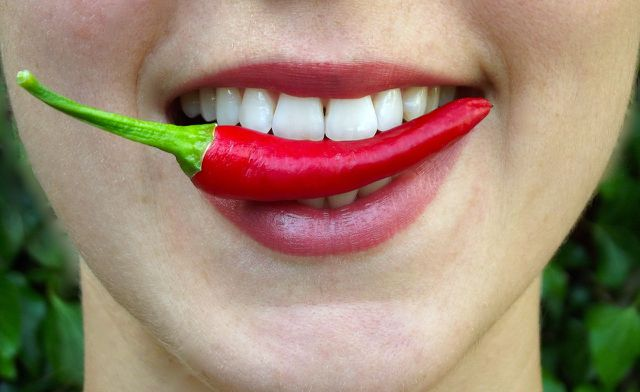 Der Inhaltsstoff Capsaicin kurbelt den Stoffwechsel an und fördert die Fettverbrennung.